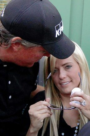 Phil Mickelson with wife Amy at the 18th green